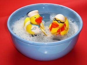 bath-ducks-bowl-close-up-162587