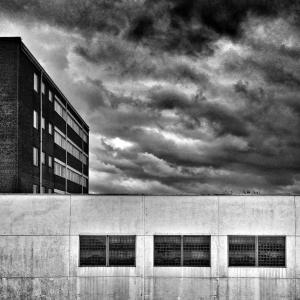 building-66516_1920
